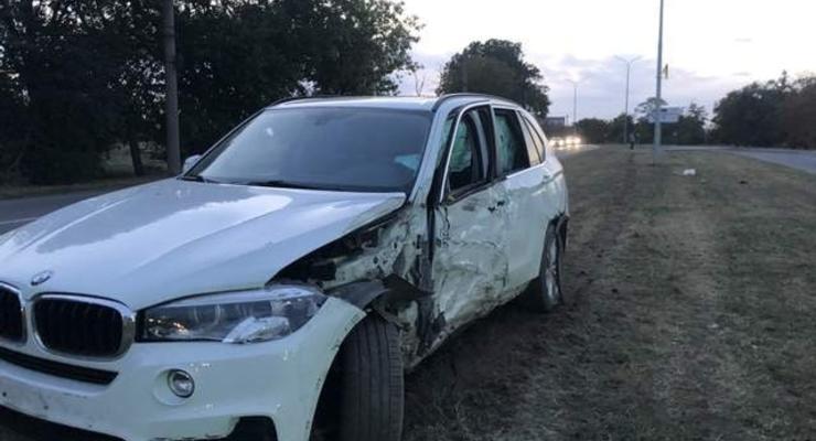 Пьяный депутат в Бердянске сбил пешехода и протаранил столб