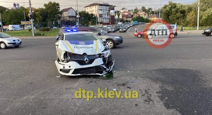 Спорная авария с полицейским Renault Megane: видео момента ДТП