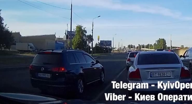 Полиция пропустила водителя, который ехал по встречке: видео
