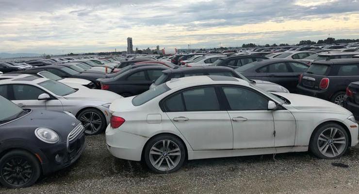 Несколько тысяч новых BMW гниют под открытым небом: их уже не спасти