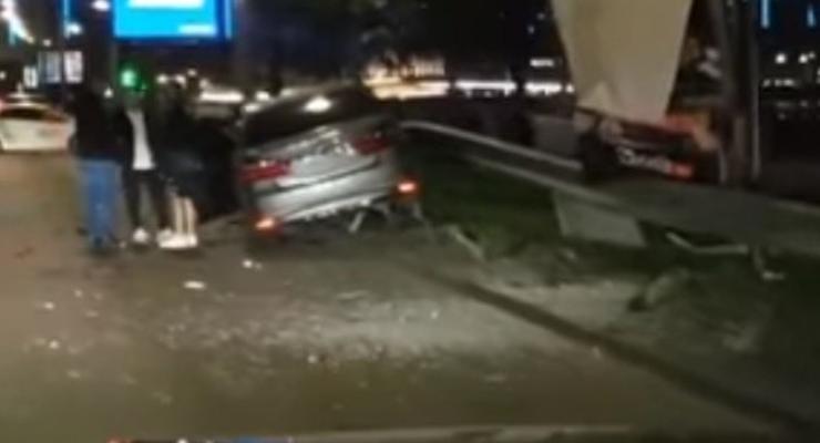 Масштабное ДТП на Набережном шоссе с водителем такси: видео