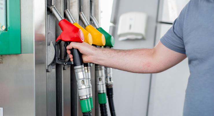 В Украине дорожает дизель и дешевеет бензин: что известно