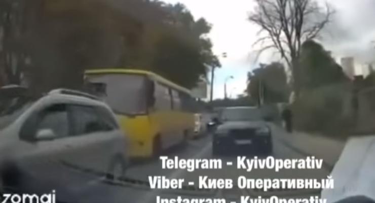 Водитель наказал наглеца на BMW, который ехал по встречке: видео