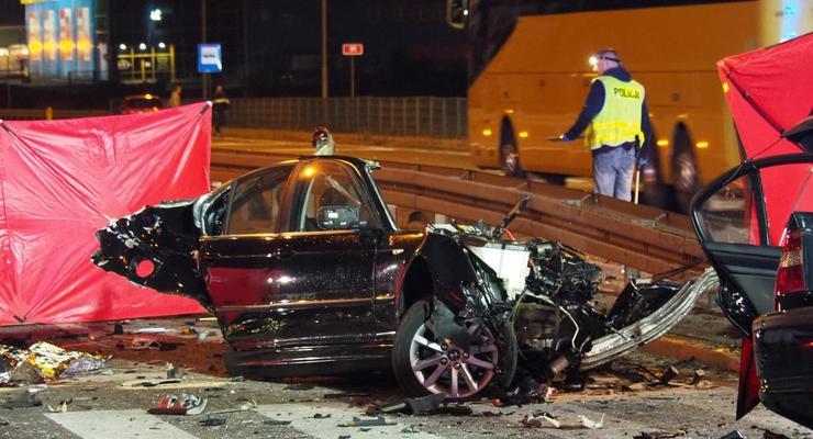 Украинцы в Польше разложили BMW об столб: видео смертельного ДТП