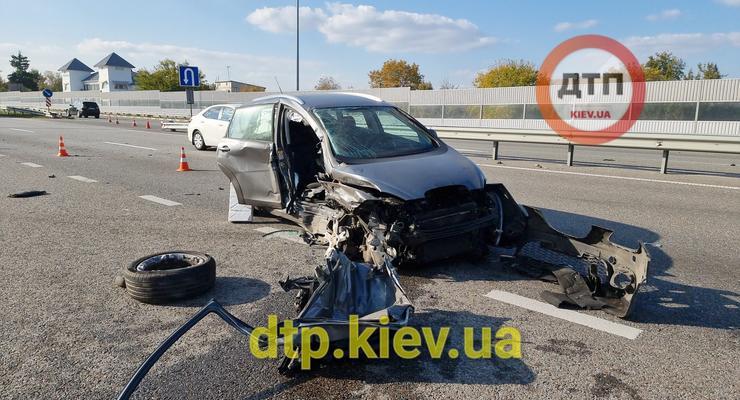 Неудачный разворот на трассе закончился аварией с пострадавшими: видео