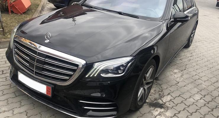 В Украину пытались ввезти новый Mercedes по цене Hyundai: подробности