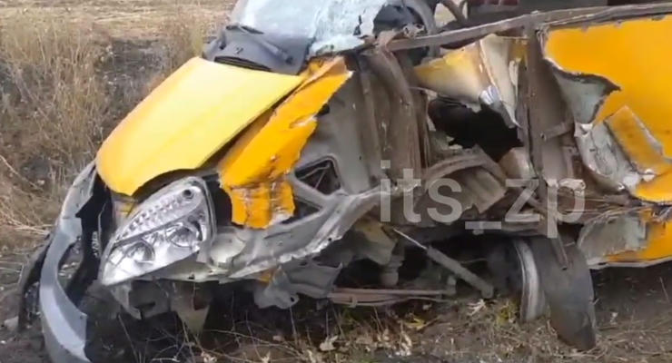 Жуткая авария с пригородной маршруткой в Запорожье: 8 пострадавших