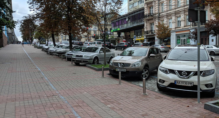 В КГГА рассказали, как заставят киевлян платить за парковку во дворах