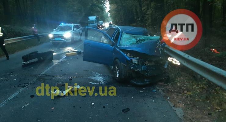 Смертельное ДТП под Киевом: Mitsubishi протаранил Камаз на встречке