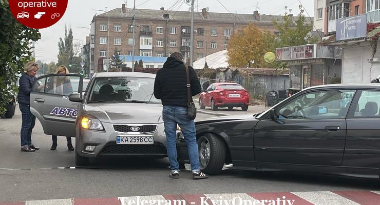 Дрифт на BMW закончился столкновением с учебной машиной: фото